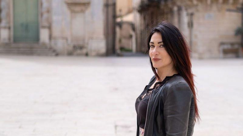 Una Voce In Blu. La scrittrice Giusy Sciacca ospite della puntata di mercoledì 19 maggio