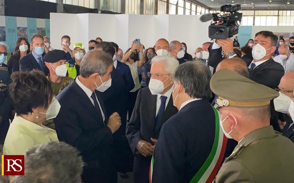 Vaccini, Mattarella in visita all'Hub della Fiera di Palermo