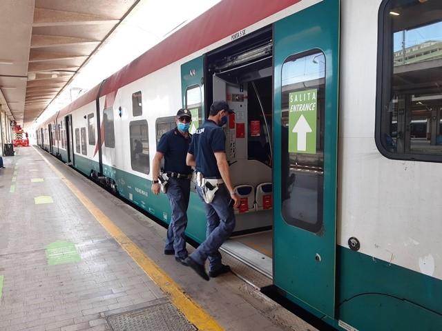 Palermo, due indagati e circa 3.500 persone controllate dalla Polizia di Stato nelle stazioni ferroviarie e a bordo dei treni della Sicilia