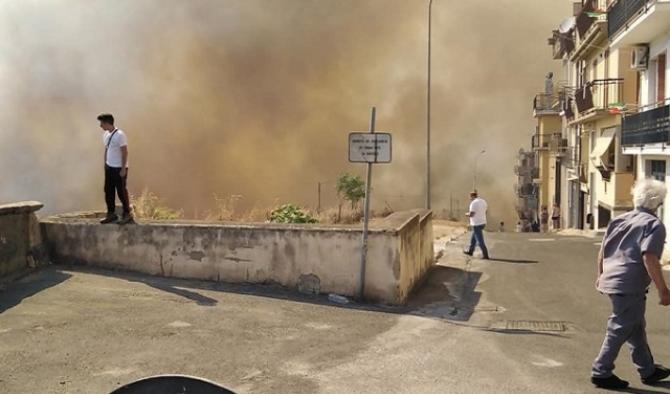 Carlentini, Una città sotto lo scacco delle fiamme