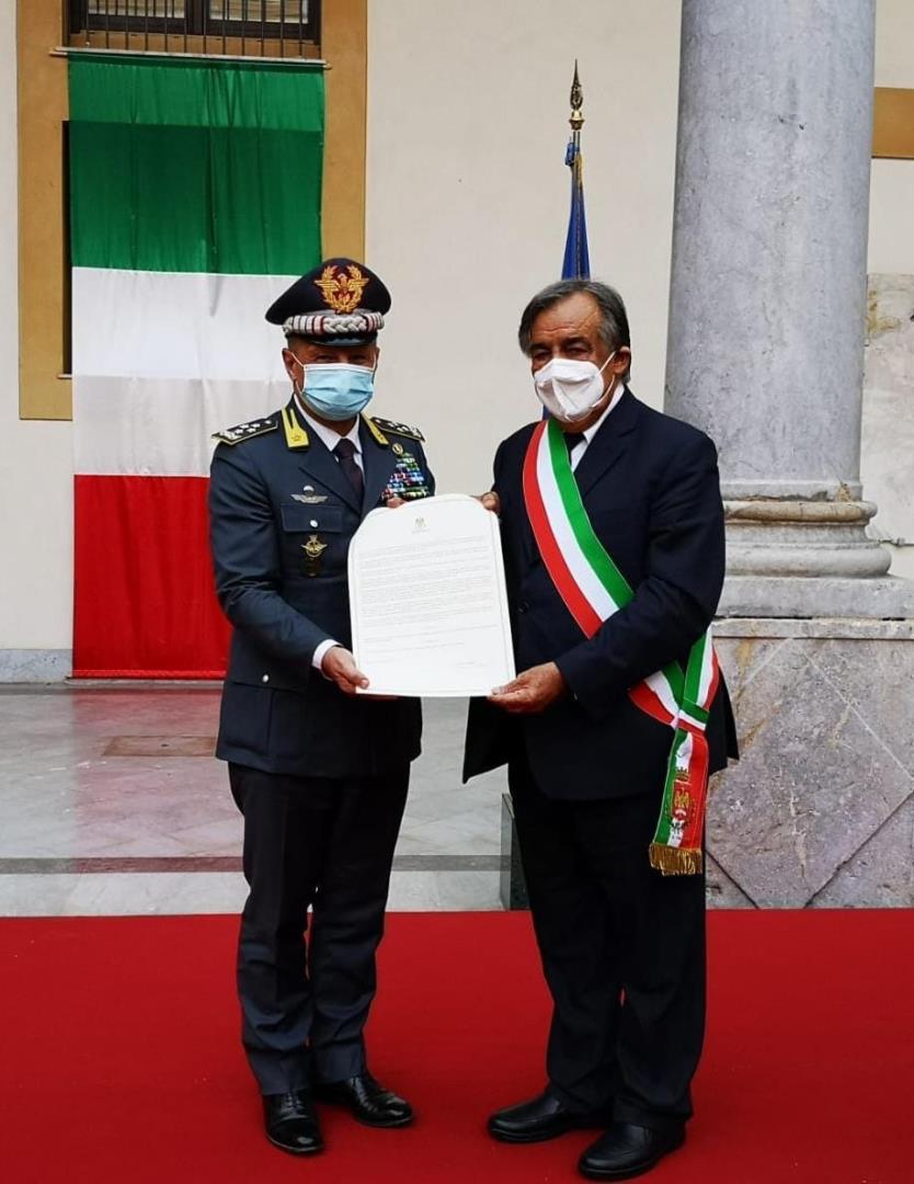"""PALERMO, CELEBRATO IL 75° ANNIVERSARIO DELLA CONSEGNA ALLA GUARDIA DI FINANZA DI PALERMO DELLA CASERMA """"S. TEN. M.O.V.M. GIUSEPPE CANGIALOSI"""". NELL'OCCASIONE IL SINDACO DI PALERMO HA CONFERITO LA CITTADINANZA ONORARIA AL CORPO."""