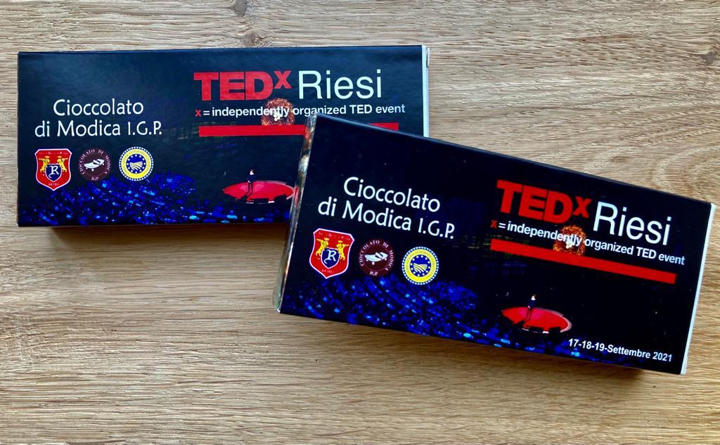 """Modica, Al Tedx Riesi presente il cioccolato di Modica IGP    Tedx Riesi, """"Isole verso nuove frontiere"""", vedrà protagonisti importanti relatori e realtà di eccellenza. Perché """"nessun uomo è un'isola"""", ma è parte del tutto."""