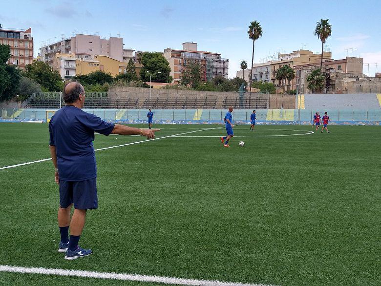Città di Siracusa, partitella in famiglia in vista di Taormina Scuola calcio, da domani aperte le iscrizioni in segreteria