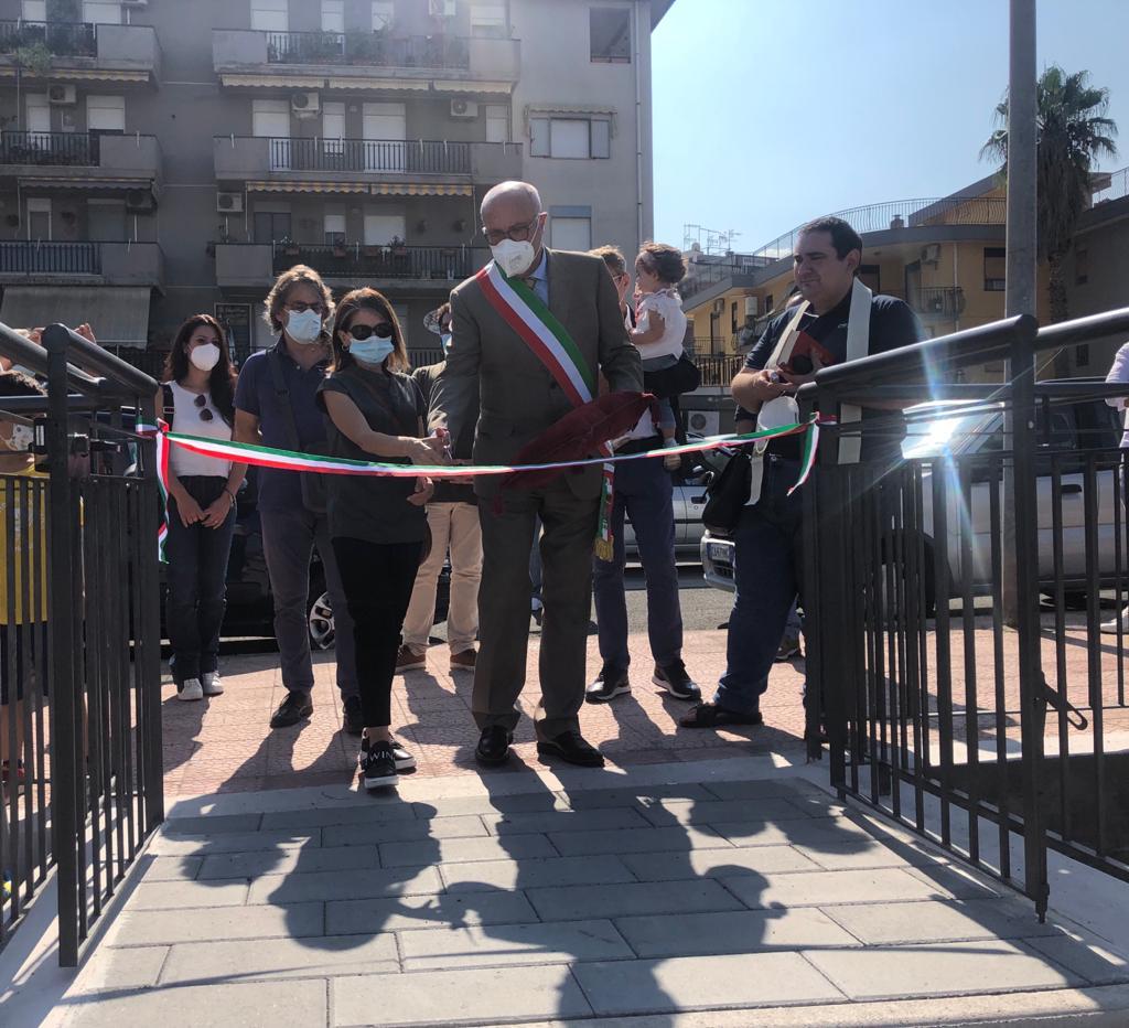 """Carlentini,  inaugurato un parco giochi inclusivo dedicato al piccolo Stefano Russo. Il sindaco Giuseppe Stefio: """"E' una struttura che dedichiamo ai bambini""""."""