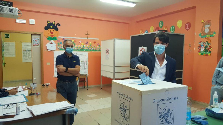 Amministrative 2021, il sindaco di Lentini Saverio Bosco ha votato nella sezione 5 alla Bottiglieri